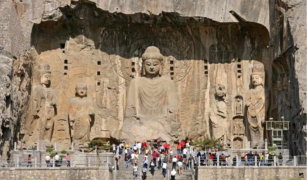 BoddhisattvaAśvaghoṣa Longmen caves Luoyang